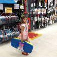 Nikki Meneghel é apaixonada por esportes. 'Ando de skate, surfo e faço slackline', contou