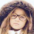 Nikki Meneghel está lançando uma linha de óculos infantis que leva o seu nome. 'São 18 modelos de armações para óculos de grau', contou o pai de Nikki, Cirano Meneghel