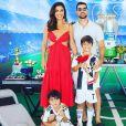 Juliana Paes é casada com o empresário  Carlos Eduardo Baptista, com quem tem dois filhos