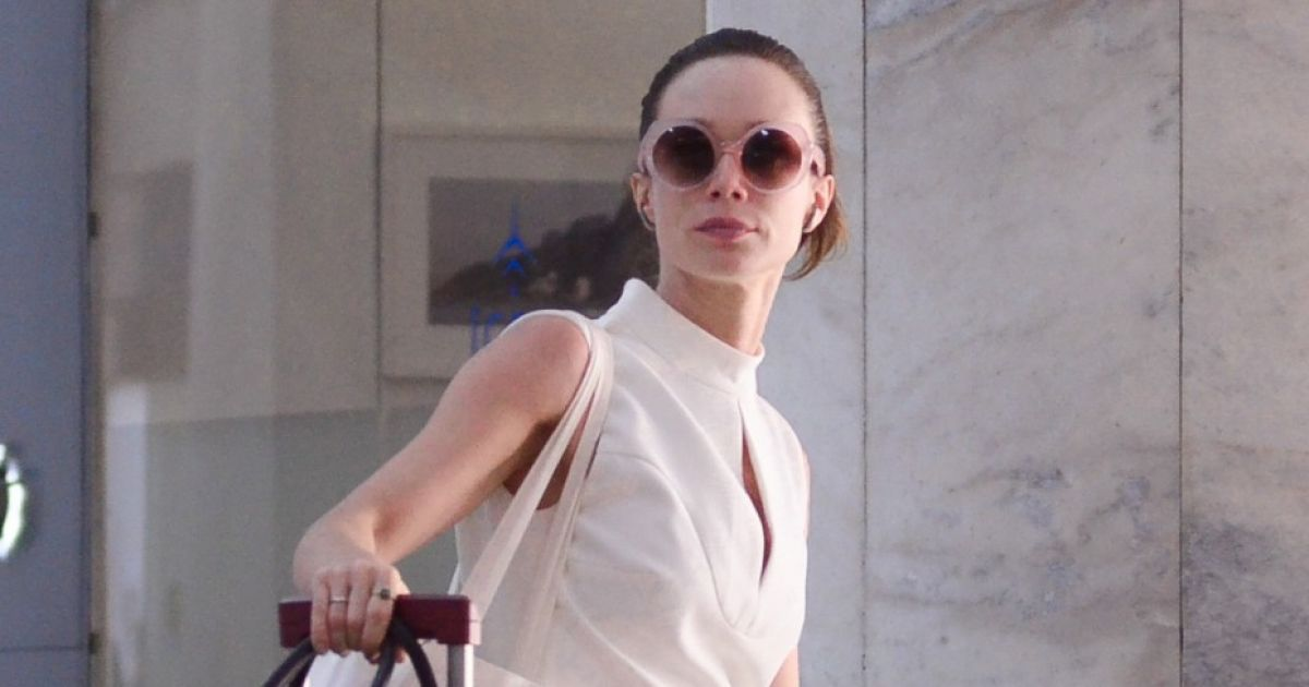 9ce39d1d0 Mariana Ximenes escolheu óculos de armação arredondada em pegada anos 60 -  Purepeople