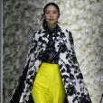 Cores vibrantes no desfile da Asava na Shanghai Fashion Week
