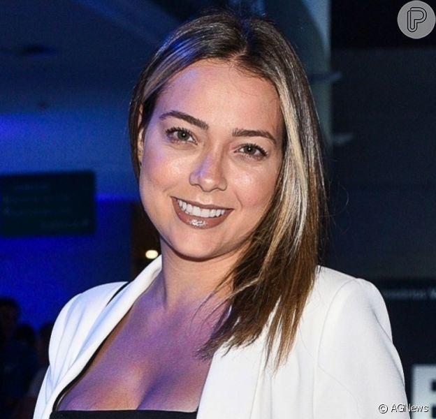 Carol Dantas exibe barriga de gravidez do primeiro filho com Vinicius Martinez, em 13 de abril de 2019