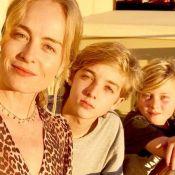 Angélica surpreende web em foto com os filhos e Luciano Huck: 'Cara do marido'