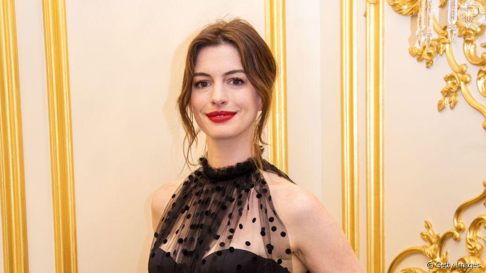 Anne Hathaway aderiu ao corte em camadas: shag haircurt