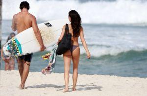 Casal Sensual! Isis Valverde e André Resende mostram corpo definido na praia