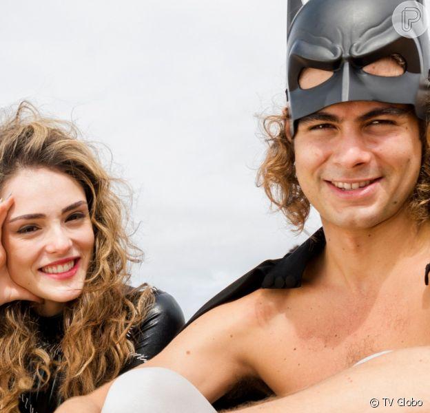 João (Rafael Vitti) pede Manu (Isabelle Drummond) em casamento na novela 'Verão 90'