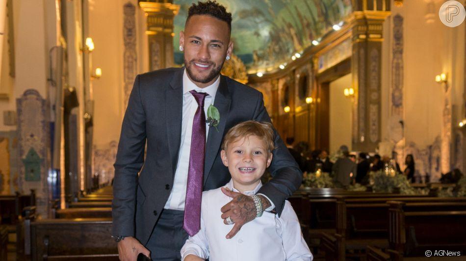 Neymar se derrete pelo filho, Davi Luccas, cantando em vídeo
