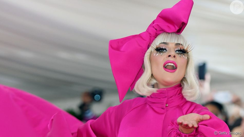 Confira todos os looks de Lady Gaga a partir de um vestido customizado por Brandon Maxwell
