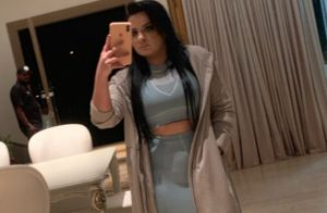 De look all jeans e tênis, Maraisa deixa barriga à mostra e é elogiada: 'Gata'