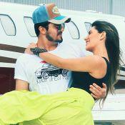 Luan Santana posa sem camisa e a namorada, Jade Magalhães, elogia: 'Um lindo'