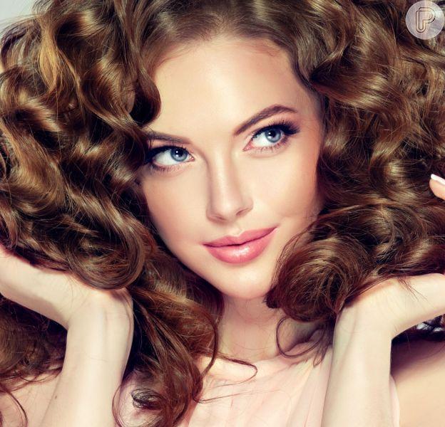 Confira os mitos e as verdades sobre a reação dos shampoos com o cabelo