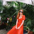 Marina Ruy Barbosa usou sandálias com amarração no look romântico vermelho