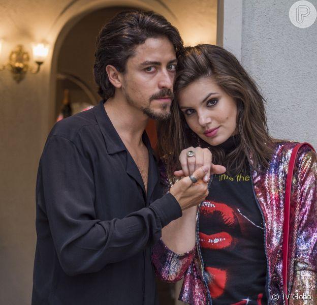 Vanessa (Camila Queiroz) vai aceitar a oferta de Jerônimo (Jesuita Barbosa) para causar a separação de Dandara (Dandara Mariana) e Quinzinho (Caio Paduan) na novela 'Verão 90'.