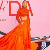 Brilho e looks vermelhos no red carpet de prêmio da moda em Nova York