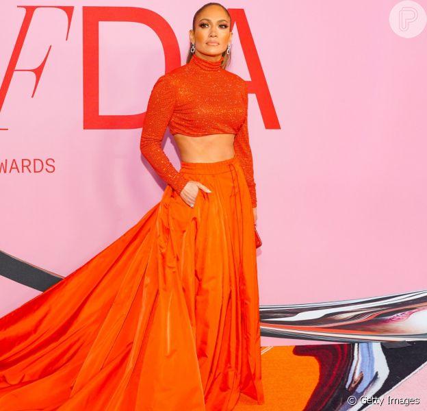 J-Lo compareceu ao CFDA Awards, que aconteceu nesta segunda-feira (3) em Nova York