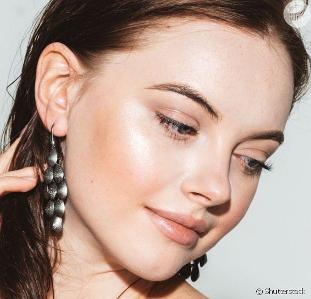 Rotina de skincare pode mudar as tendências de beleza na maquiagem, beauty artist explica!