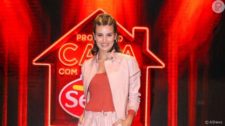 Confira o look e as trends que Camila Queiroz usou em São Paulo