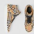 Ludmilla ganhou de presente de Brunna Gonçalves de dia dos namorados um sapato da grife britânica Burberry avaliado em R$2.200 no site da marca.