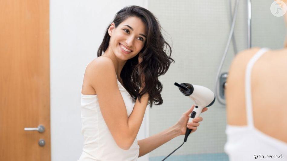 Experts listam cuidados ao usar secador e chapinha no inverno!