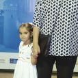 Filha de Deborah Secco, Maria Flor foi com a avó, Silvia