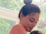 Débora Nascimento mostra momento íntimo com filha em vídeo: 'Amamentar. Ela ama'