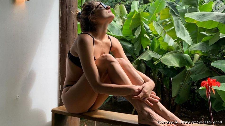 Sasha Meneghel está curtindo dias de descanso em Fernando de Noronha após o fim de seu namoro com Bruno Montaleone