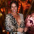 Adriane Galisteu apostou na tendência animal print em festa de Simaria