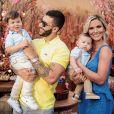 Filhos de Gusttavo Lima e Andressa Suita, Gabriel e Samuel apareceram com looks mais formais no aniversário da mãe