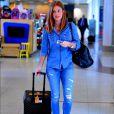 Marina Ruy Barbosa escolheu look total jeans na mesma lavagem e sandálias espadrille para look com muio estilo.