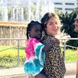 Bruno Gagliasso comemorou a viagme com a mulher, Giovanna Ewbank e a filha, Títi: 'Chegou a hora da Títi levar toda a família para conhecer a África! '