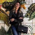 Giovanna Antonelli aposta em look casual moderno em viagem
