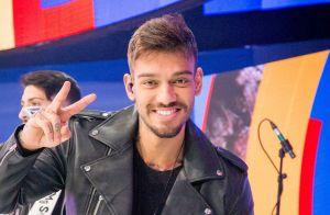 Lucas Lucco acalma fãs após passar por operação no peitoral: 'Está tudo bem!'