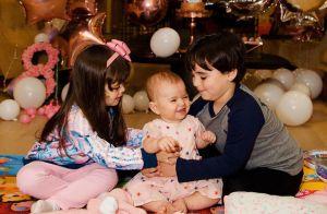 Filha de Sabrina Sato, Zoe ganha bolo e balões ao comemorar 8 meses: 'Viva!'