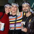 Bruna Marquezine foi com Giovanna Ewbank e Bruno Gagliasso ao show de Sandy e Junior