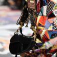 A Dior costuma resgatar tendências marcantes, como o fez com esse modelo de bolsa também da época de Galliano na grife, a saddle bag