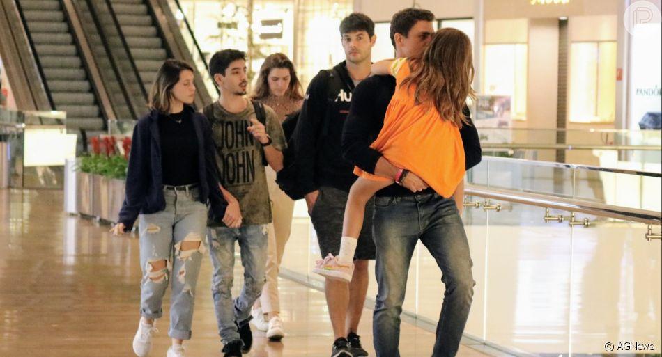 Cauã Reymond se diverte com filha em passeio com Mariana Goldfarb  no shopping Village Mall , Barra da Tijuca, nesta quinta-feira, 08 de agosto de 2019