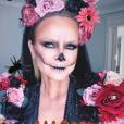 Eliana surgiu caracterizada como caveira com flores em festa