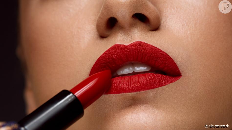 Batom vermelho matte: opção dá acabamento mais pigmentado e profissional
