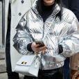 Até a jaqueta puffer ganhou uma versão brilhante