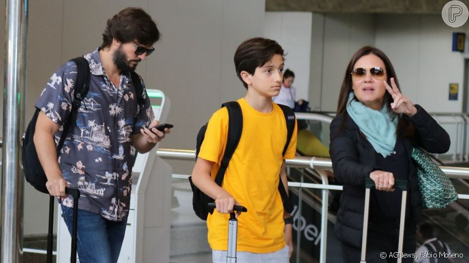 Filho de Adriana Esteves e Vladimir Brichta aparece em foto rara com os pais nesta quinta-feira, dia 29 de agosto de 2019