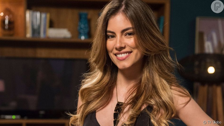 Joana (Bruna Hamú) recusa convite de Rock (Caio Castro) para sair na novela 'A Dona do Pedaço'