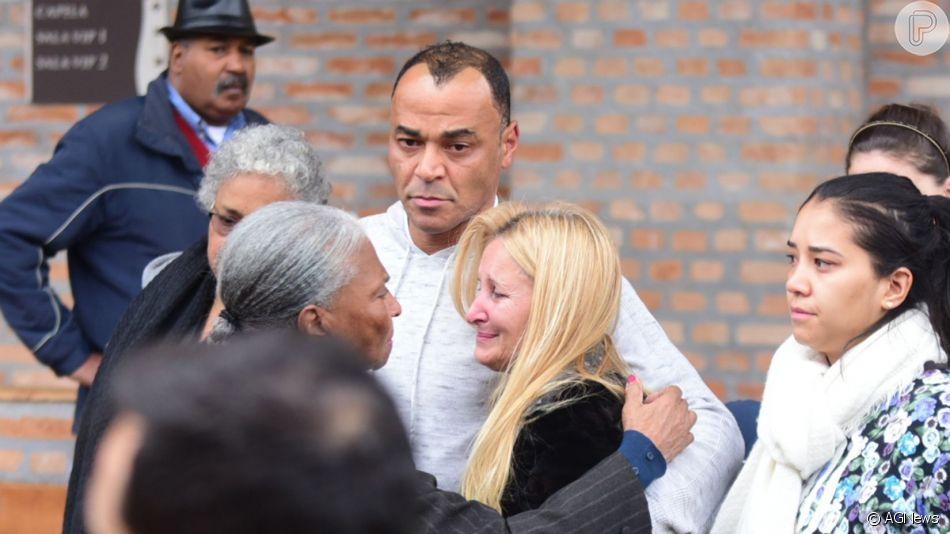 Cafu se manifestou por mensagens recebidas após a morte do filho Danilo Feliciano: 'Que todos continuem orando por nós. O apoio de vocês nos fortalece!'