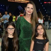Rocker girls! Gêmeas de Luciano Camargo esbanjam estilo em gravação em família