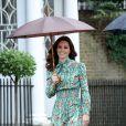 Kate Middleton gosta de usar vestidos florais em pegada mais fluida que é trend da Primavera-Verão
