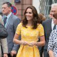 Kate Middleton gosta de usar vestidos florais com fundo neutro e bordado
