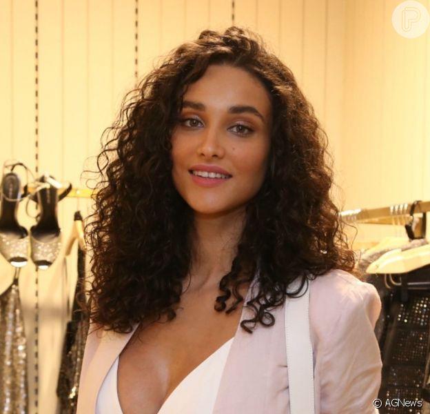 Novo namorado de Débora Nascimento é o dermatologista Luiz Perez, diz a colunista Fábia Oliveira, do jornal 'O Dia'