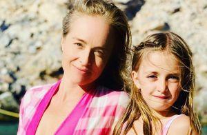 Angélica faz caras e bocas ao lado dos filhos no aniversário de 7 anos de Eva