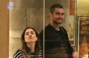 Grávida de 8 meses, Tatá Werneck manda beijo durante passeio com Rafael Vitti