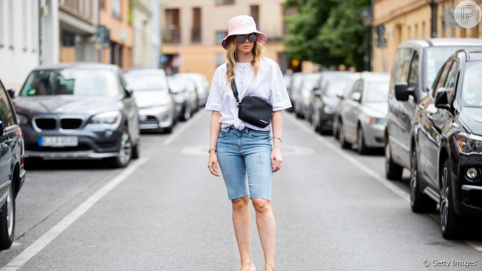 A bermuda jeans é tendência para este verão e garante looks casuais mais leves