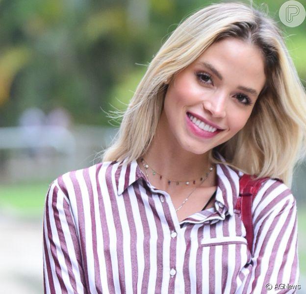 Noiva de Kaká, Carol Dias gera curiosidade de fãs por exibir tatuagem no quadril em fotos nesta quinta-feira, dia 17 de outubro de 2019